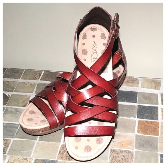 axxiom Shoes - Beautiful wedges sandals!